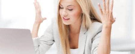 kobieta-zla-za-laptopem19483733_xxl-450x180 PROBLEMY Z FUNKCJONOWANIEM FIRMY PO UTRACIE DANYCH