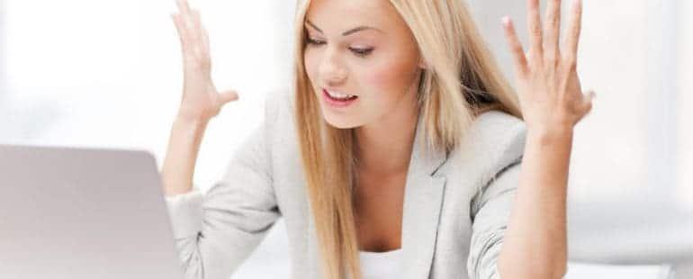 kobieta-zla-za-laptopem19483733_xxl-770x310 PROBLEMY Z FUNKCJONOWANIEM FIRMY PO UTRACIE DANYCH