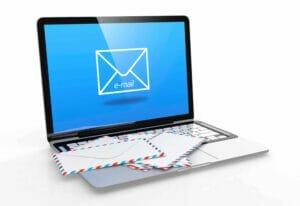 komputer-z-mailem-15379305_xl-300x206 CZY PRACODAWCA MOŻE PRZEGLĄDAĆ HISTORIĘ ROMANSU BIUROWEGO ZAWARTĄ W POCZCIE ELEKTRONICZNEJ PRACOWNIKA?
