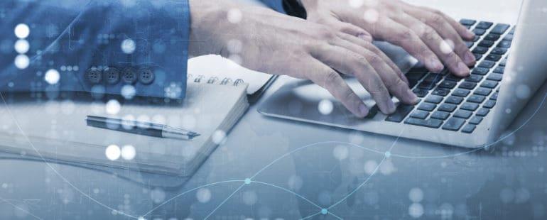 rece-laptop-110811943_small-1-770x310 INCIDENT RESPONSE, CZYLI PROCEDURA REAGOWANIA NA INCYDENTY ZWIAZANE Z UTRATĄ DANYCH OBOWIĄZKOWYM PUNKTEM W POLITYCE BEZPIECZEŃSTWA FIRM