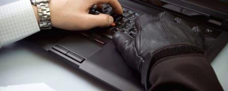 Kradziez-danychDepositphotos_2640754_dssmall-450x180 CZŁOWIEK NAJSŁABSZYM OGNIWEM W ZAKRESIE BEZPIECZEŃSTWA DANYCH