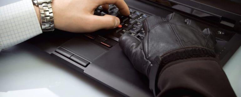Kradziez-danychDepositphotos_2640754_dssmall-770x310 CZŁOWIEK NAJSŁABSZYM OGNIWEM W ZAKRESIE BEZPIECZEŃSTWA DANYCH
