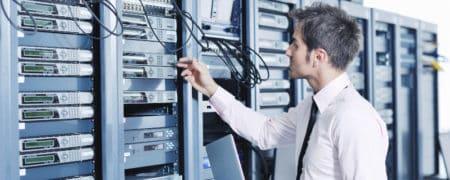 Serwerownia-Depositphotos_7964984_dssmall-450x180 DLACZEGO WARTO SKORZYSTAĆ Z USŁUG MIP DATA & FORENSIC W PRZYPADKU UTRATY DANYCH Z MACIERZY RAID?
