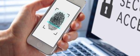 zabezpieczenie-telefonu-70617982_small-450x180 CZY NALEŻYCIE DBASZ O SWOJE DANE OSOBOWE ZAPISANE W SMARTFONIE, CZY LAPTOPIE?